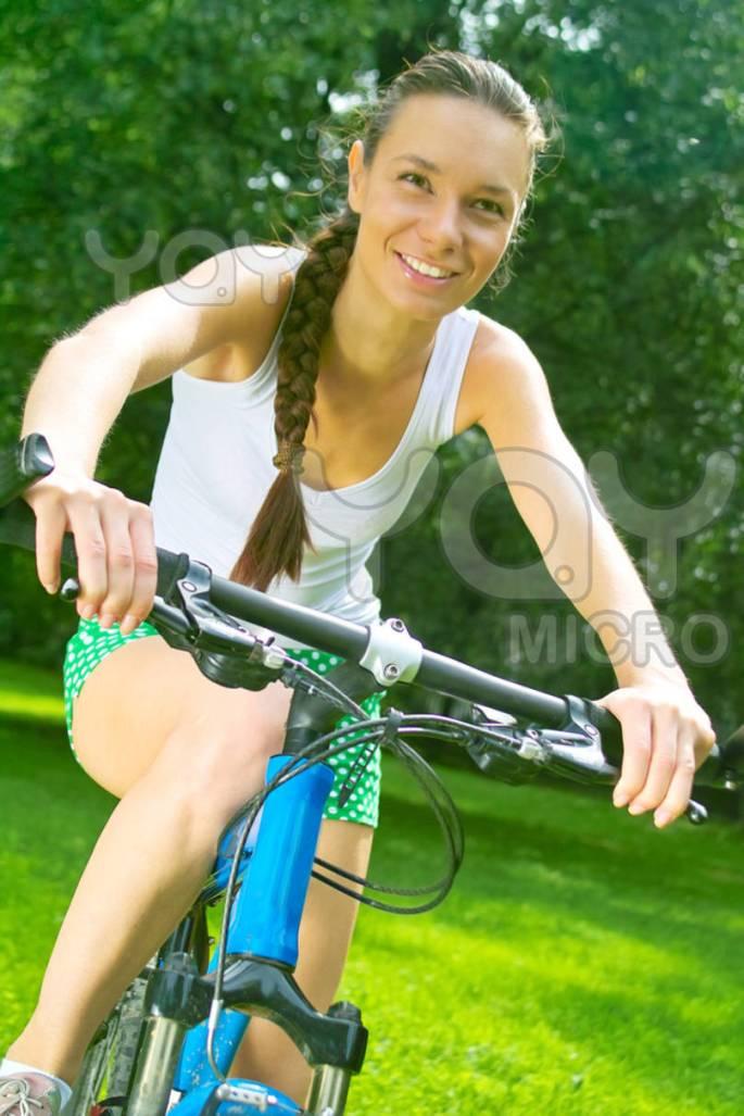 cycling-girl-24e8ed