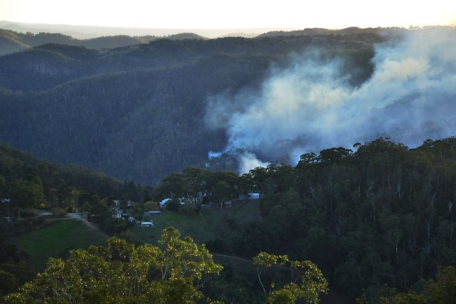222352-fire-in-adelaide-hills