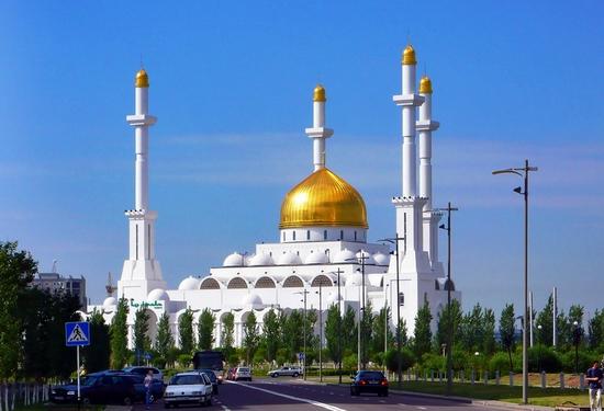 kazakhstan-mosque-1-small
