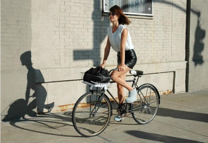 hanneli-on-bike-stylecom-730x500