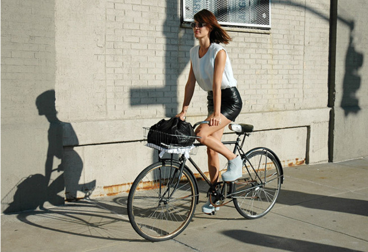 hanneli-on-bike-stylecom-730x500