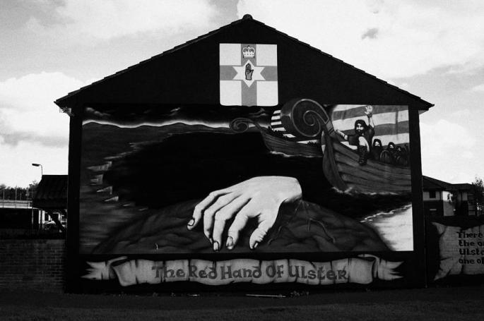 red-hand-of-ulster-loyalist-wall-mural-shankill-belfast-joe-fox