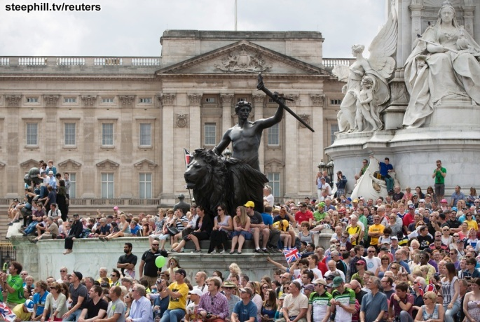 Spectators await the pack of riders at Buckingham Palace during the third 155 km stage of the Tour de France cycling race from Cambridge to London