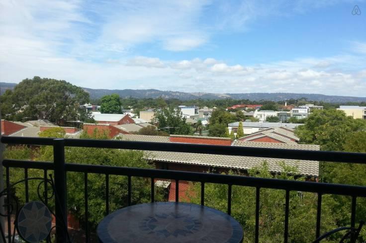 Adelaide - 4 br apartment sleeps 8 - $320 pn