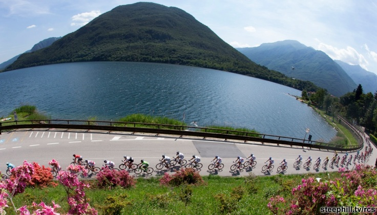 The pack is on the way of the 18th stage of the 98th Giro d'Italia from Melide to Verbania, 28 May 2015. ANSA/CLAUDIO PERI