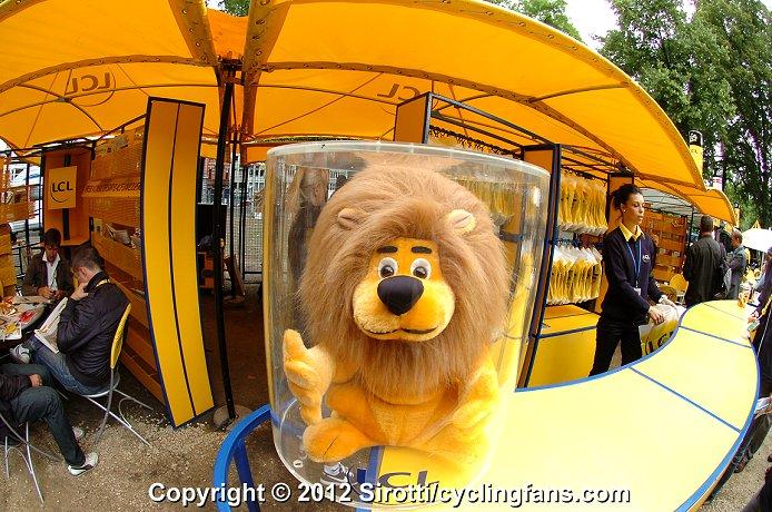 2012_tour_de_france_stage1_liege_village_lion1a