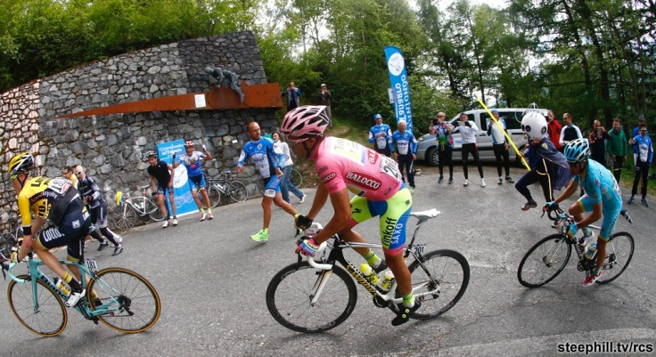 (R-L) Dutch rider Stefen Kruijswijk, Spanish rider Alberto Contador of Tinkoff Saxo Team and Spanish rider Mikel Landa of Astana Pro Team on the way of 16th stage of Giro d'Italia from Pinzolo to Aprica, 26 May 2015. ANSA/AULETTA - PENTAPHOTO - POOL