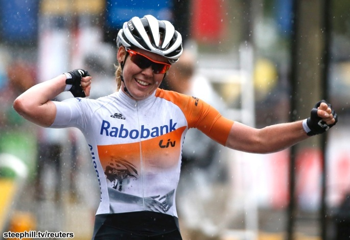 Rabo Liv team rider Anna van der Breggen of the Netherlands celebrates as she crosses the finish line to win the La Course By Le Tour De France 2015 Women's Race on the Champs-Elysees avenue in Paris, France, July 26, 2015.     REUTERS/Eric Gaillard - RTX1LUUV