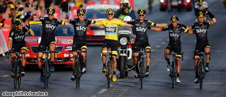 Team Sky rider Chris Froome of Britain (C), the race leader's yellow jersey, celebrates his overall victory with team-mates after the 109.5-km (68 miles) final 21st stage of the 102nd Tour de France cycling race from Sevres to Paris Champs-Elysees, France, July 26, 2015.       REUTERS/Stephane Mahe - RTX1LVTB