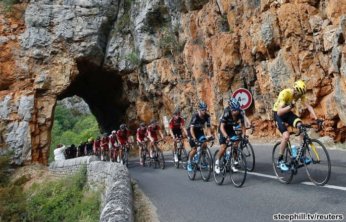 Team Sky rider Chris Froome of Britain (R), the overall leader's yellow jersey holder, cycles in the Gorges du Tarn during the 178.5-km (110.9 miles) 14th stage of the 102nd Tour de France cycling race from Rodez to Mende, France, July 18, 2015. REUTERS/Eric Gaillard    - RTX1KTVT