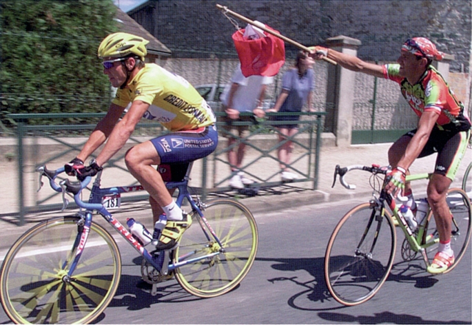 Jacky Durand, the 1999 lanterne rouge, bothers Lance Armstrong, toward the end of their 3,690 km journey to Paris.