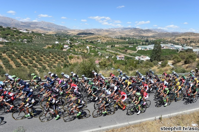 The peloton on stage two of the 2015 Tour of Spain
