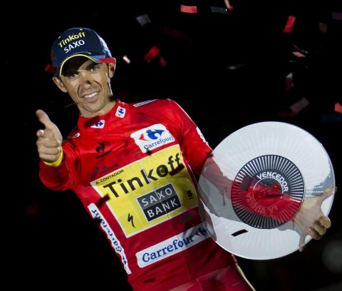 tinkoffs-alberto-contador-celebrates-on-the-podium-with-the-trophy-after-winning-the-69th-edition-of-la-vuelta-tour-of-spain-in-santiago-de-compostela-on-september-14-2014