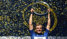 Marcel Kittel of the Etixx–Quick-Step lifts the 2016 Dubai Tour trophy in Dubai, United Arab Emirates, 06 February 2016. ANSA/DANIEL DAL ZENNARO