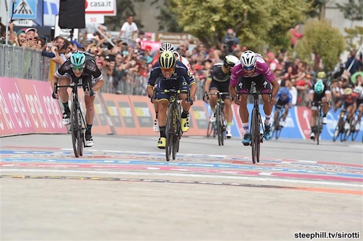 12-05-2017 Giro D'italia; Tappa 07 Castrovillari - Alberobello; 2017, Orica - Scott; 2017, Bora - Hansgrohe; 2017, Quick - Step Floors; Ewan, Caleb; Bennett, Sam; Gaviria Rendon, Fernando; Alberobello;