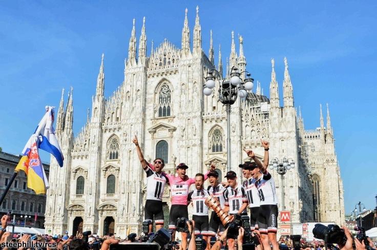Giro d'Italia 2017 - 100a edizione -  Tappa 21 -  Monza (Autodromo Nazionale) a Milano - ITT -  27,6 km ( 17 miglia )