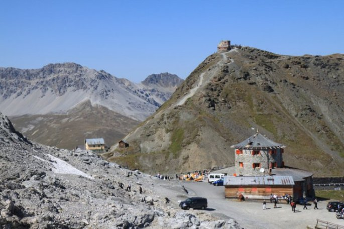 stelvio-pass-summit-buildings
