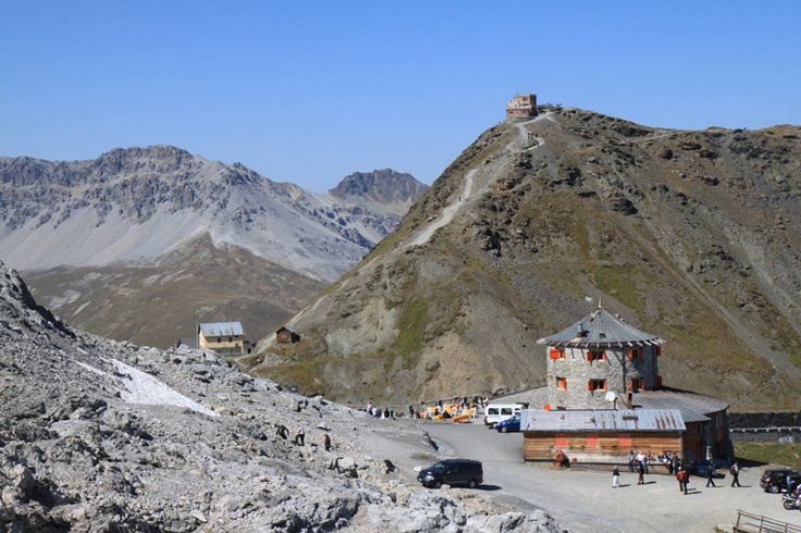 stelvio-pass-summit-buildings