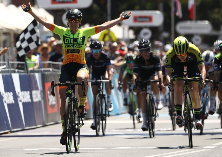 Hosking-crosses-the-line_Cadel_Evans_.jpg